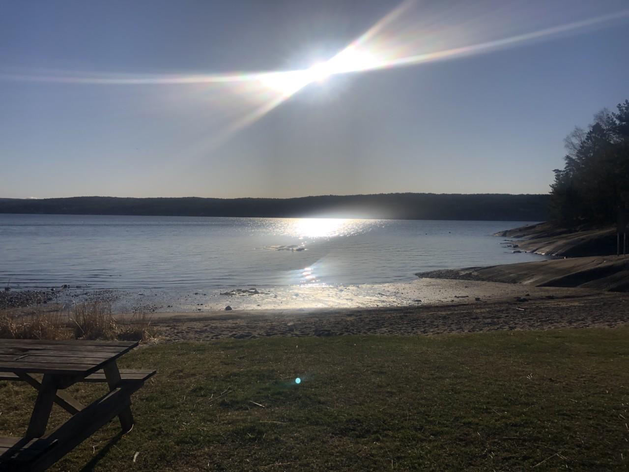 kirkevika-strand-lavvann-nesodden-hav-sol