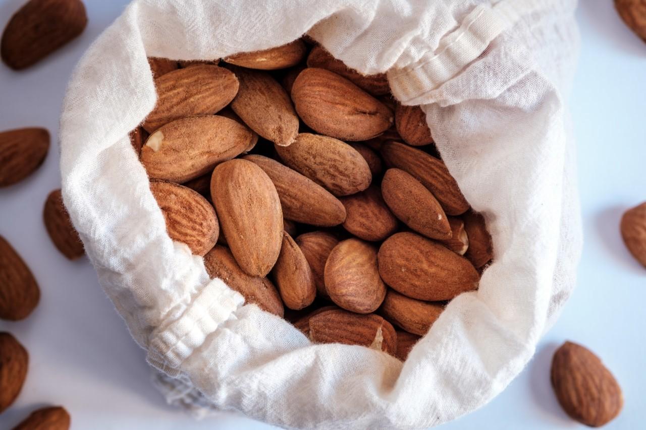 ignacio-f-almonds-mandler-mandelmelk-unsplash