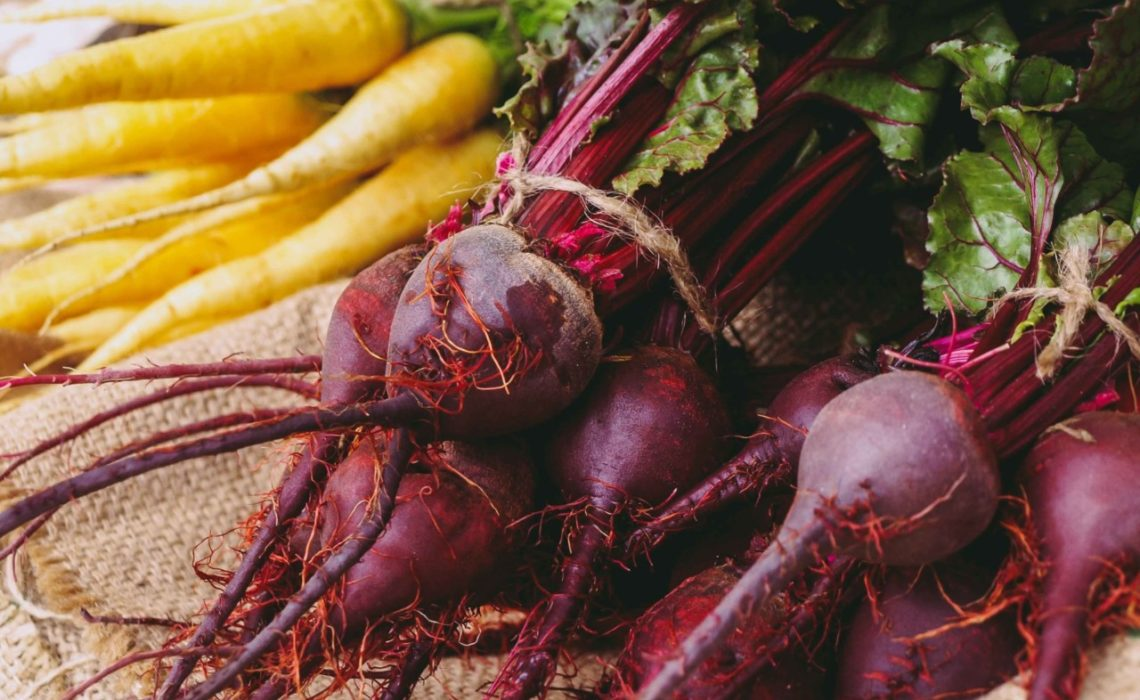 melissa-legette-umami-ingredienser-mat-gronnsaker-rodbeter-beetroot-umamirama-unsplash
