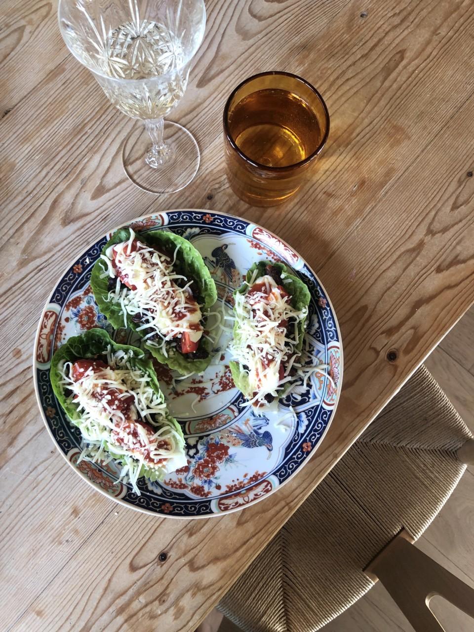 taco-fredag-bursdag-hjertesalat-blader-som-tacolefse-veggis-bonner