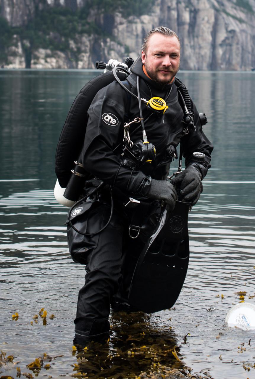 fredrik-myhre-dykkerdrakt-marinbiolog-wwf-foto-monica-larsen
