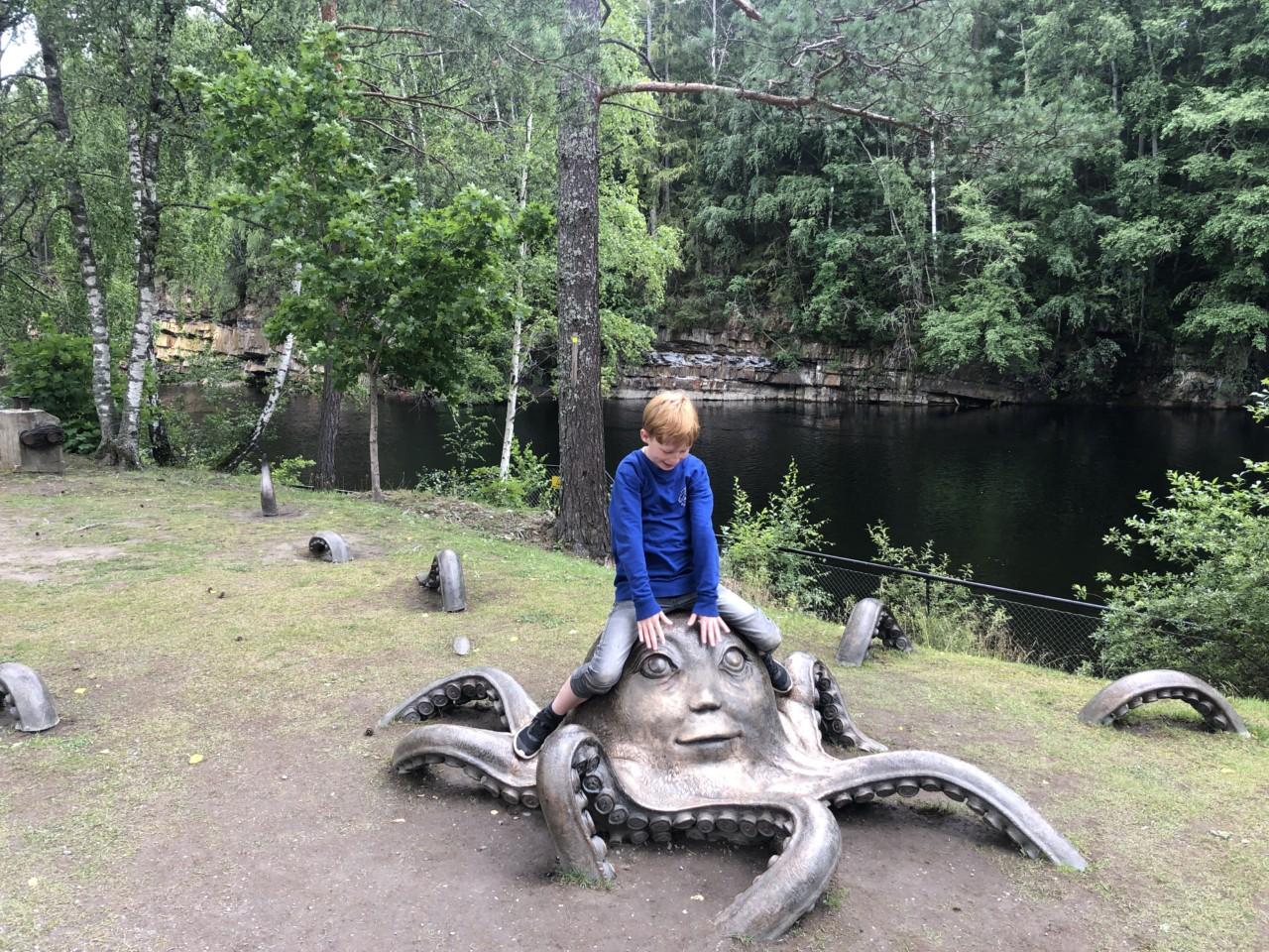 kistefos-museet-storoya-sundvolden-kunst-barn-gutt