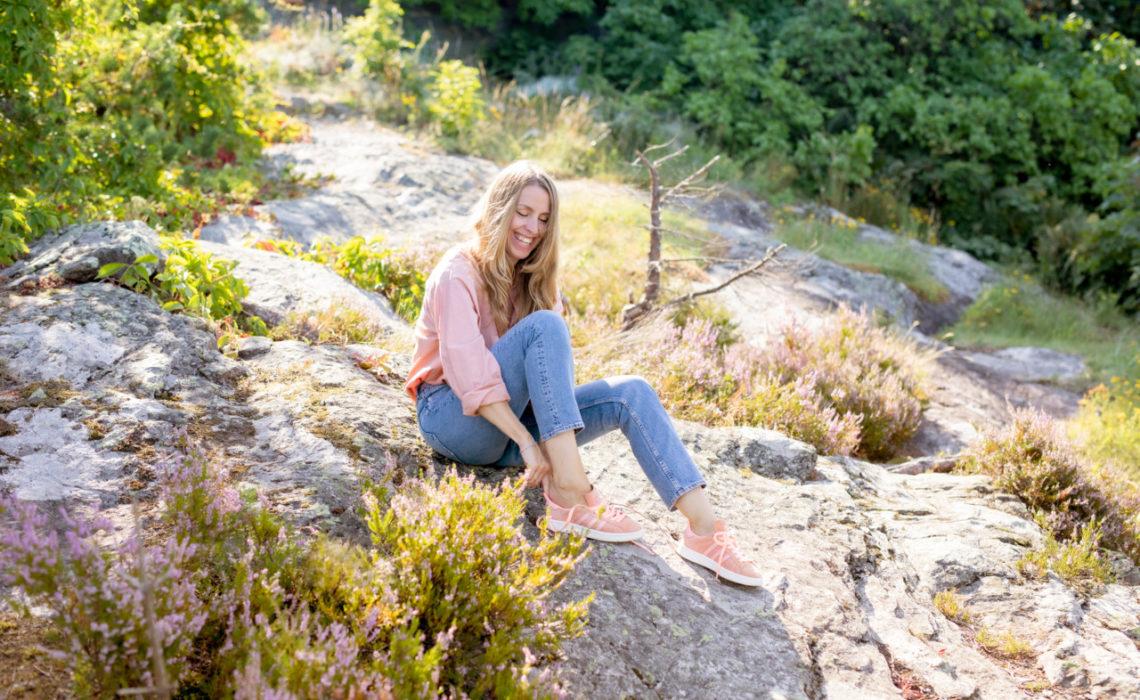 anja-stang-lyng-flaskebekk-nesodden-rosa-skjorte-okologiske-jeans