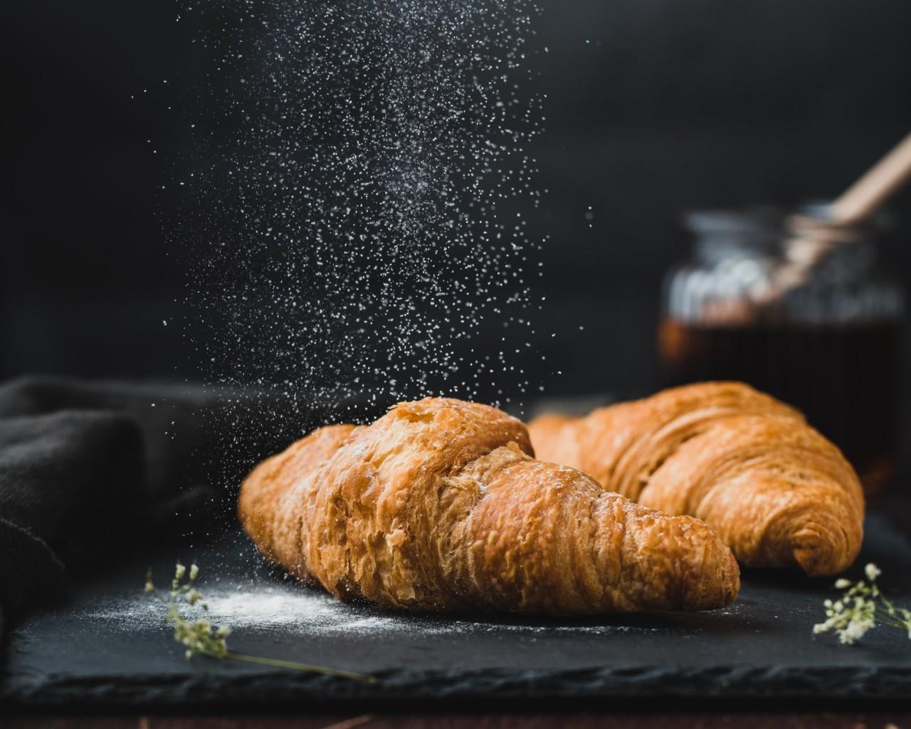 croissant-mel-gluten-mae-mu-unsplash-greenhouse
