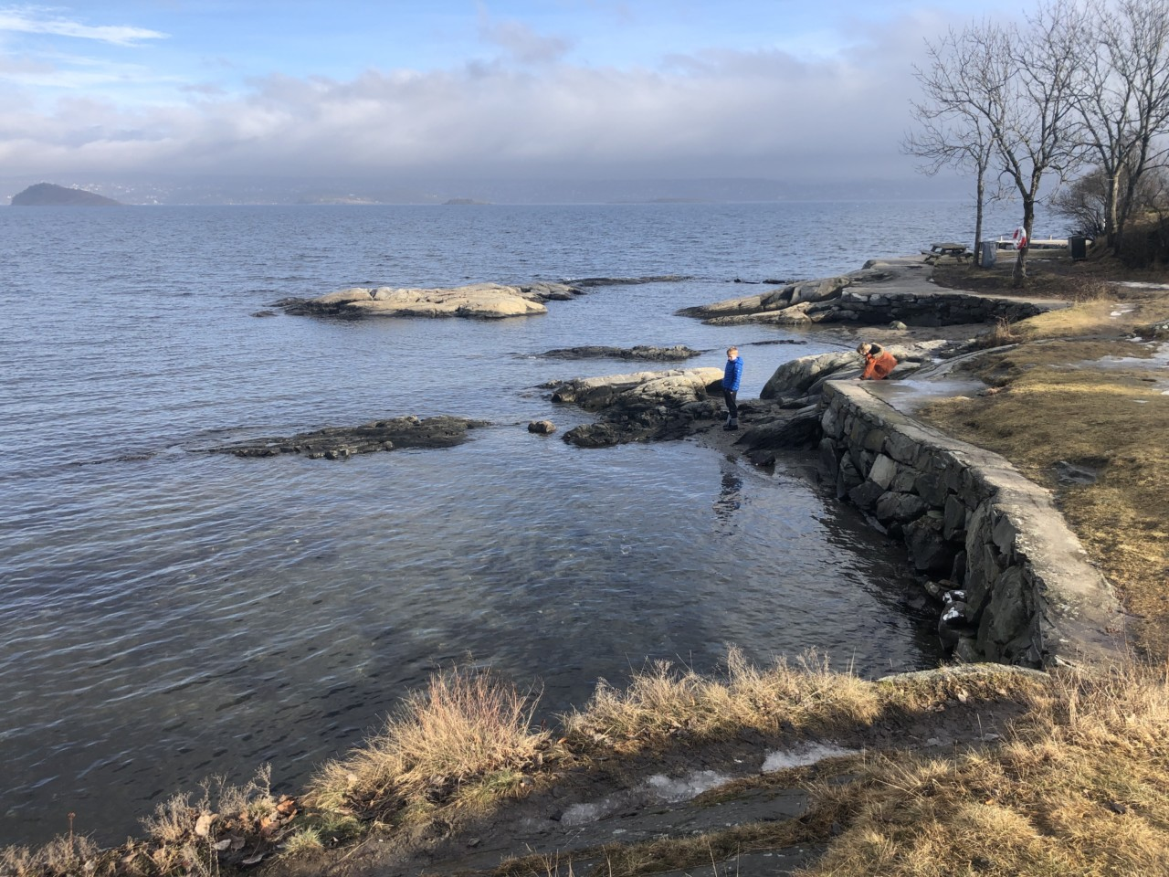 hellviktangen-strand-februar-2021-barn-vaar
