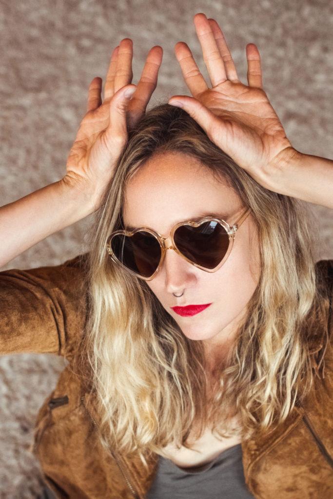 hjerte-solbriller-gevir-skinnjakke-vintage-stil