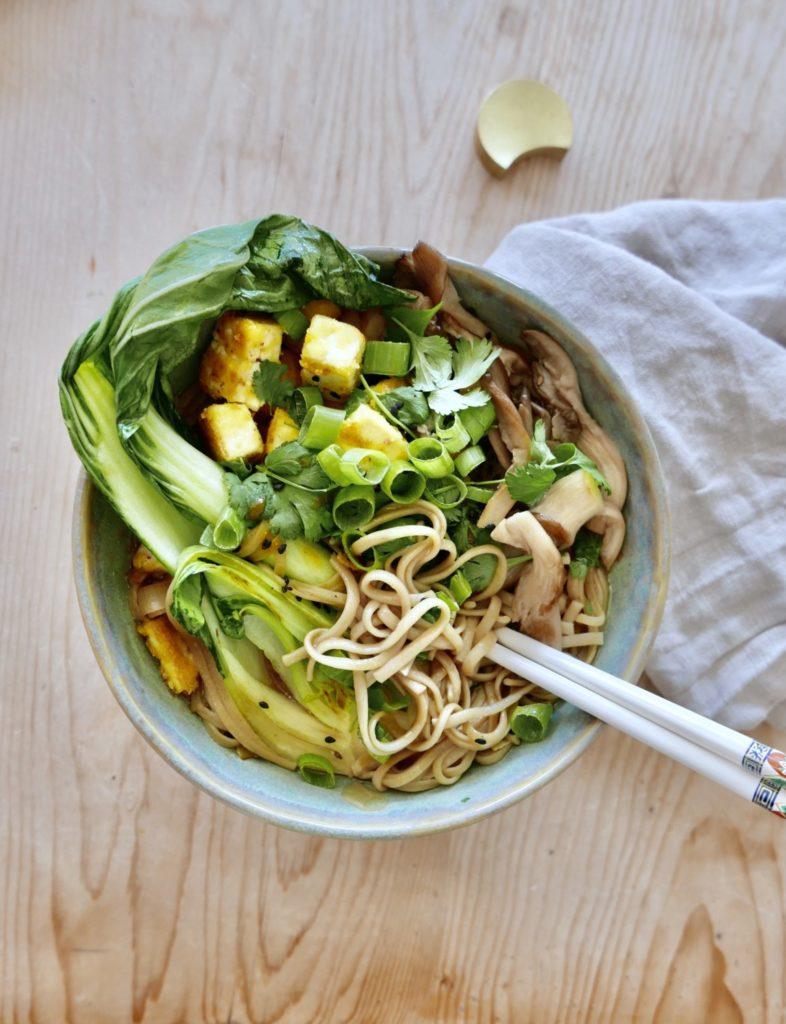 vegansk-ramen-umami-fritert-tofu-pak-choi-comfort-food